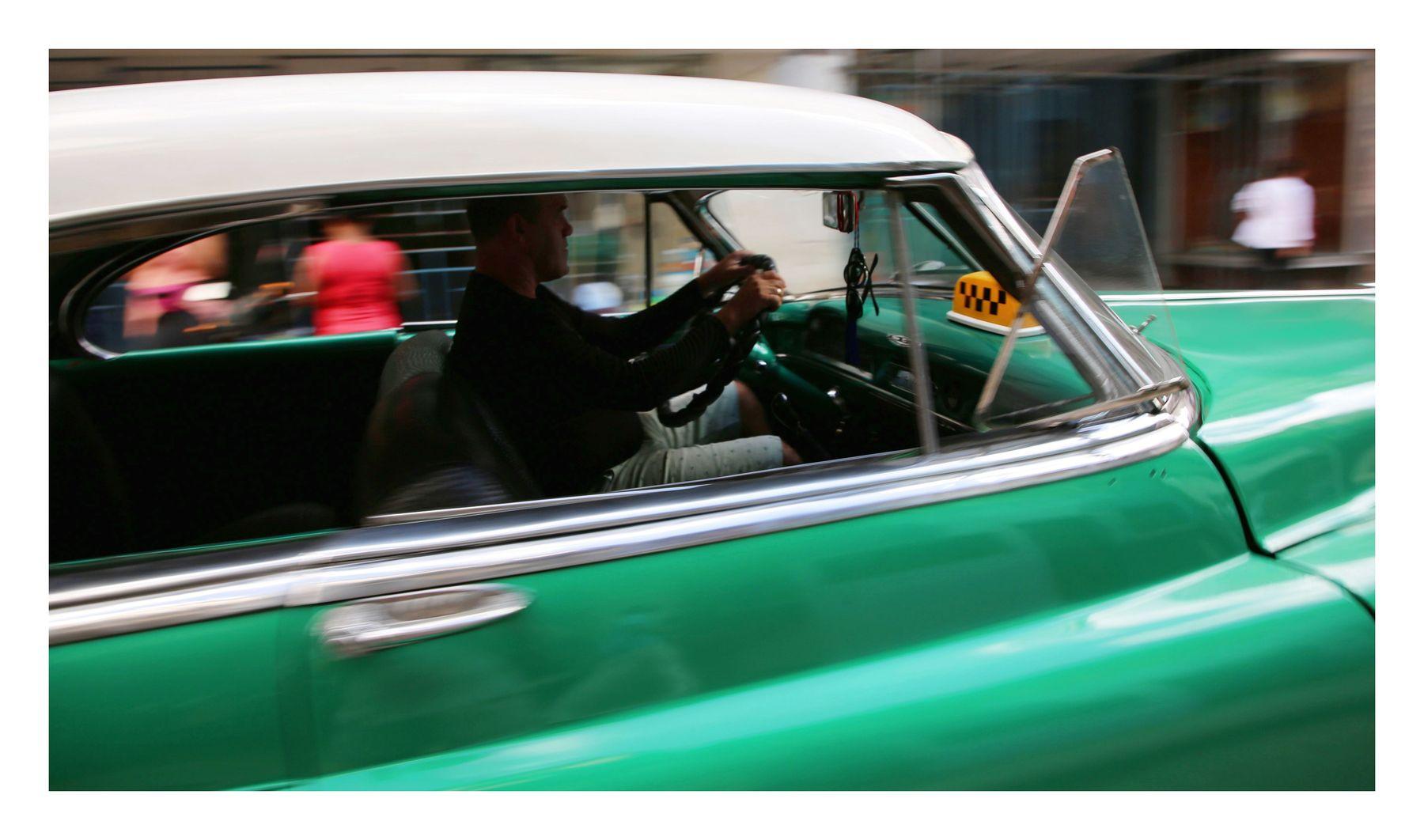 little green rooster cuba la habana vieja libre isla bonita retrocar oldsmobile