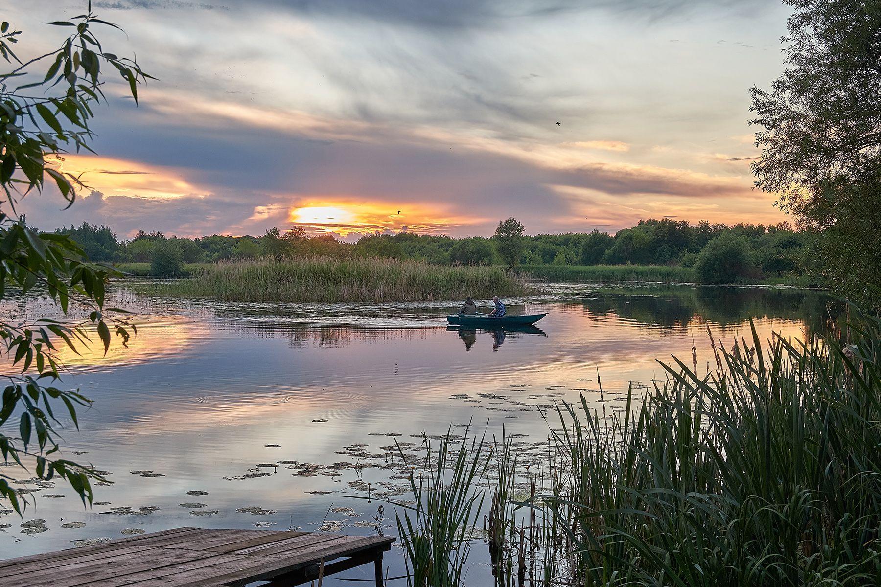 Вечерело Река рыбаки лодка