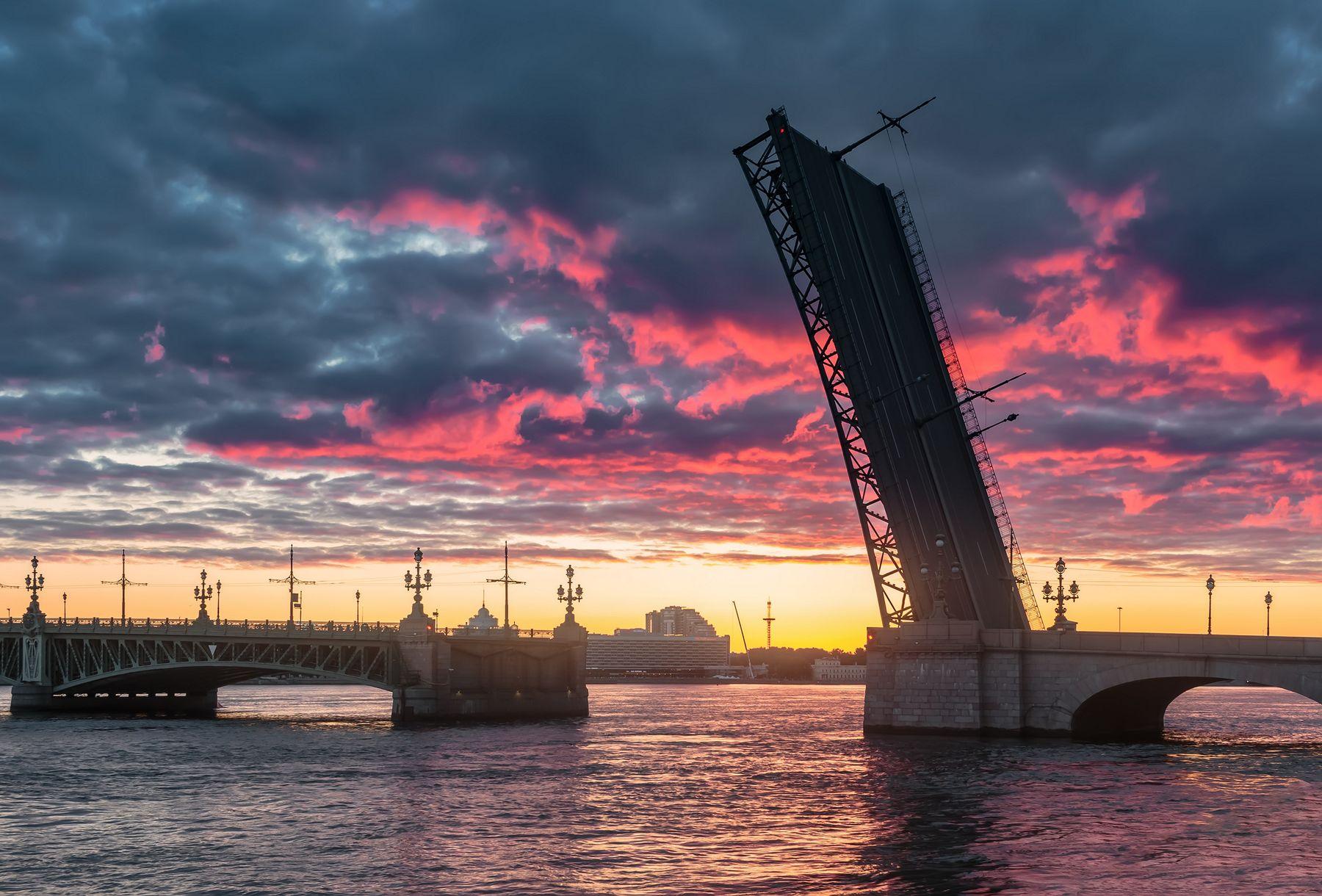Созерцание нового рассвета Санкт-Петербург утро мост вода облака май небо синева Нева