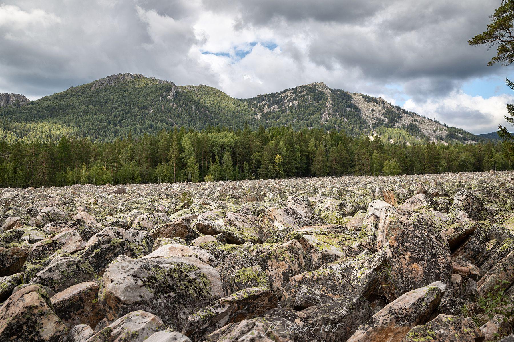 Двуглавая Сопка, Таганай Урал туризм Таганай природа пейзаж осень небо лес горы облако