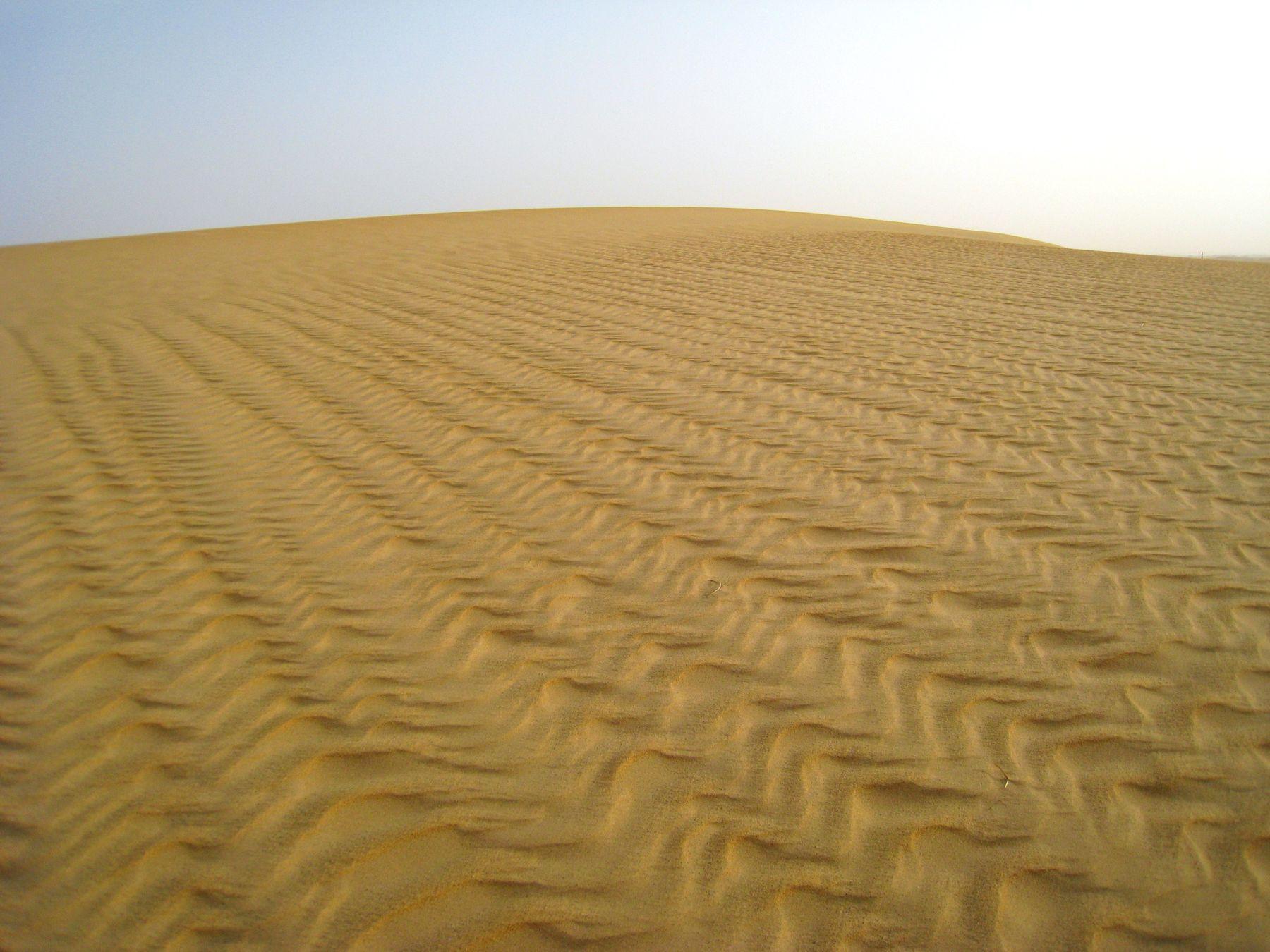 Песчаные узоры. Египет пейзаж скалы море