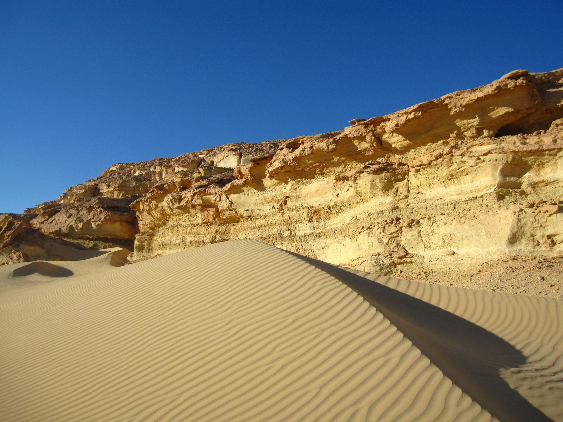 Скалы и песок. Египет пейзаж скалы море