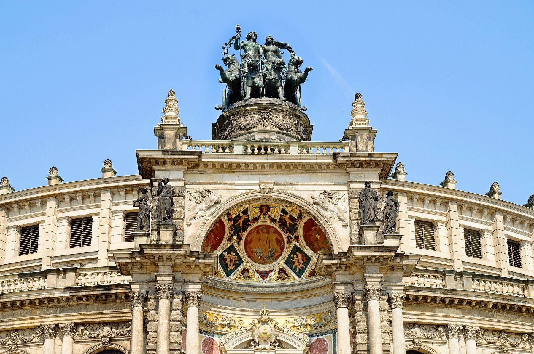Дрезденская опера, верхняя часть здания.