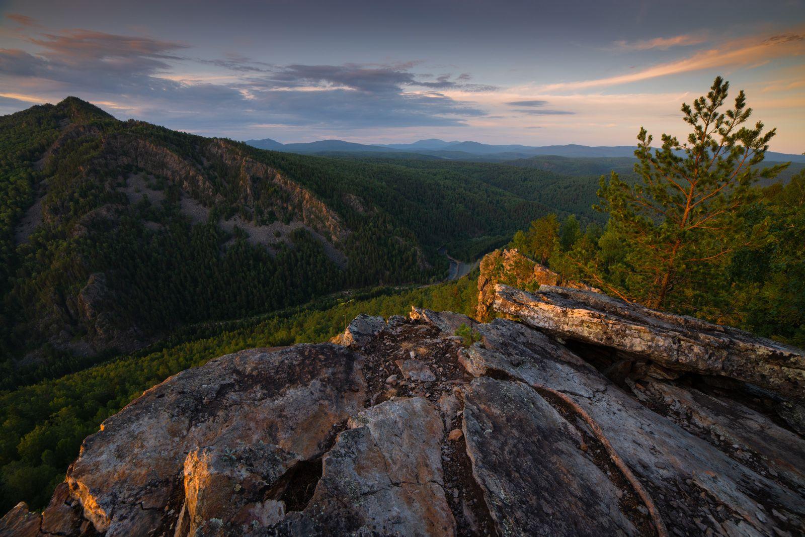 Пласты пейзаж закат горы скалы Айгир Южный Урал деревья
