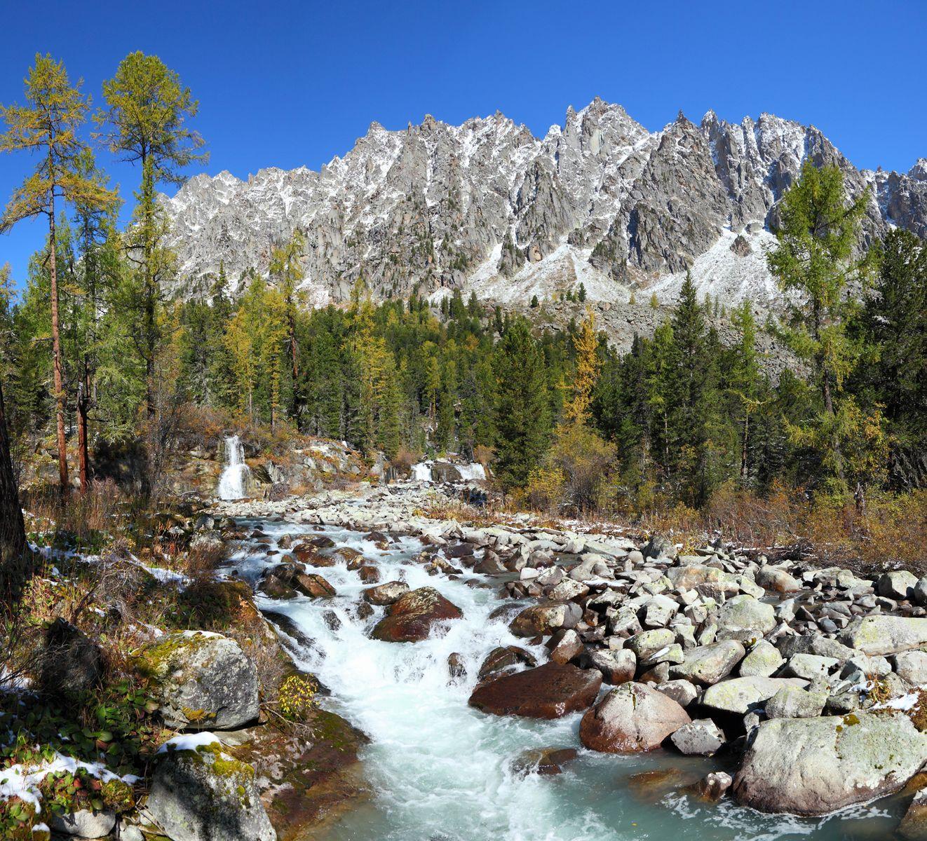 Поток Алтай осень горы река