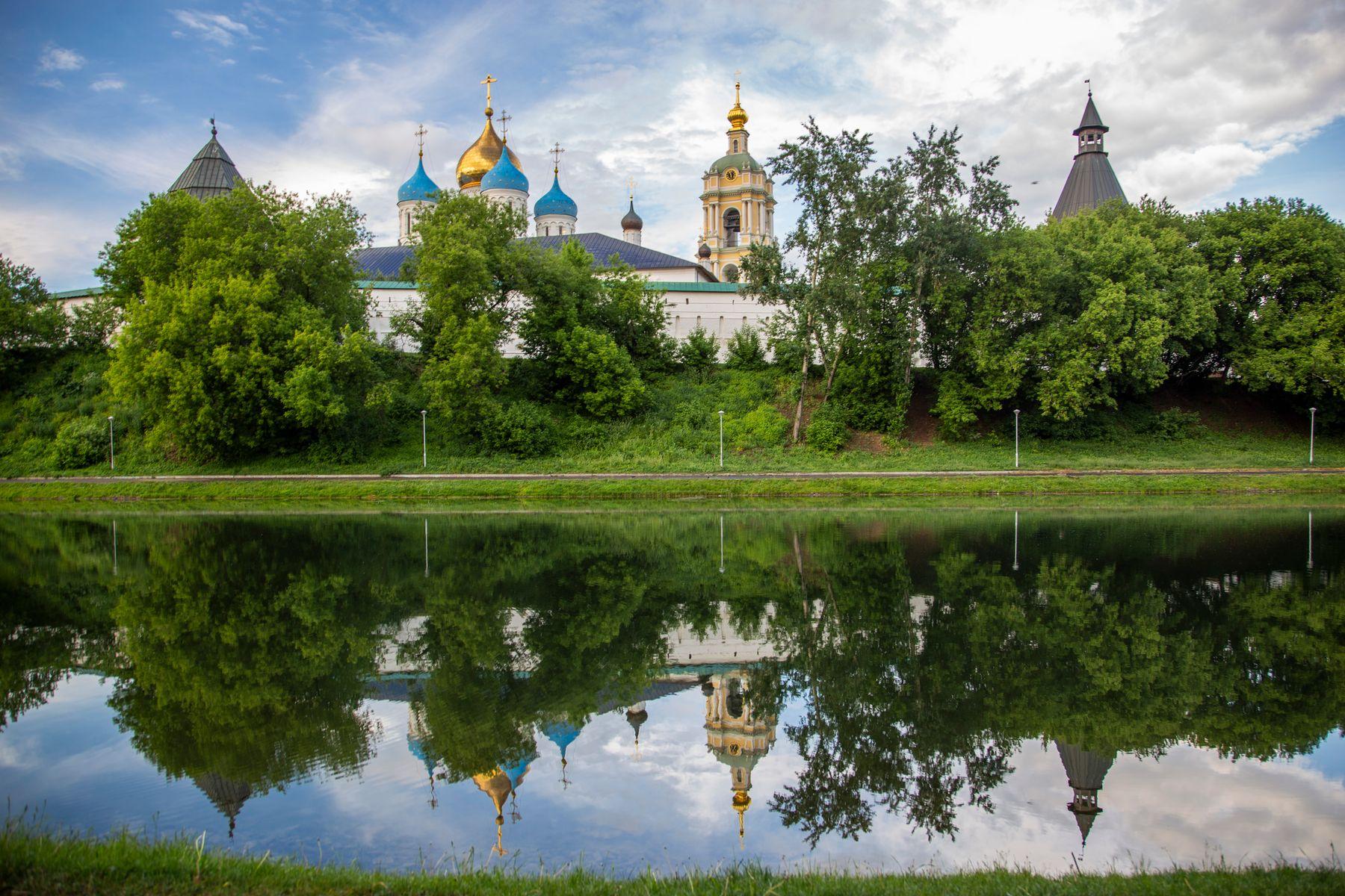 Новоспасский монастырь Новоспасский монастырь пруд