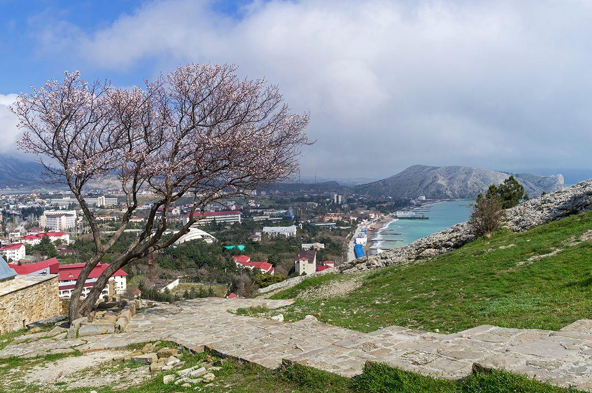 Апрель в Судаке. Крым.