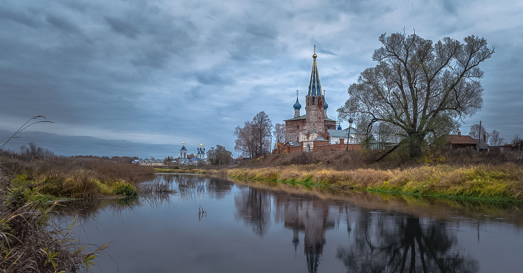 Осень вдруг прокричит нам свою неизбежность... речка теза село дунилово осень храм церковь