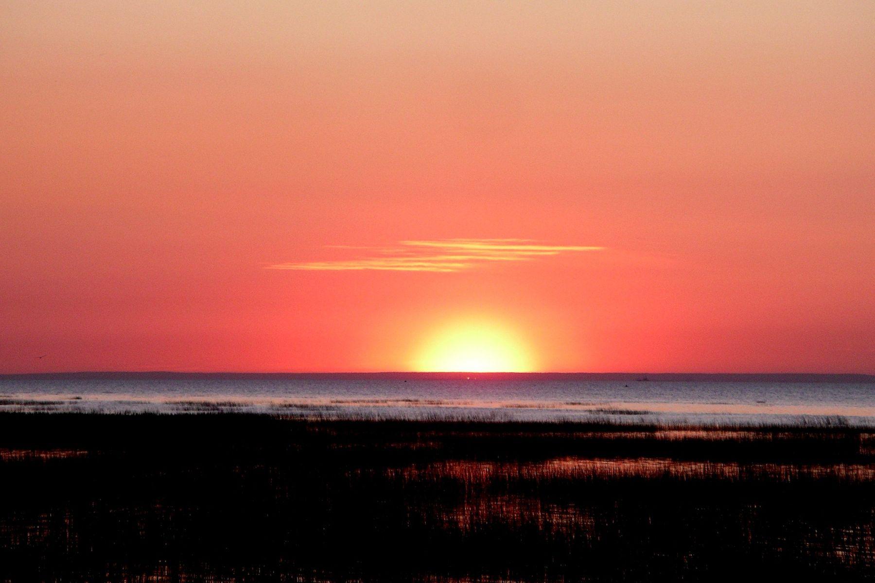 Sunset beach )