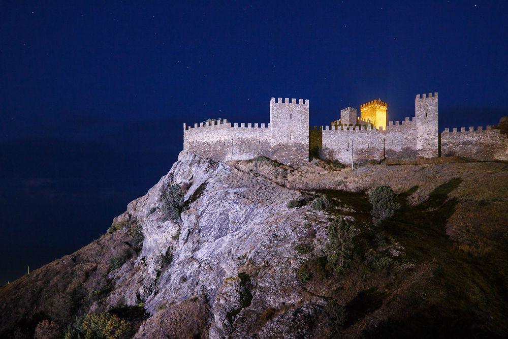 Под покровом ночи Генуэзская крепость Судак Крым