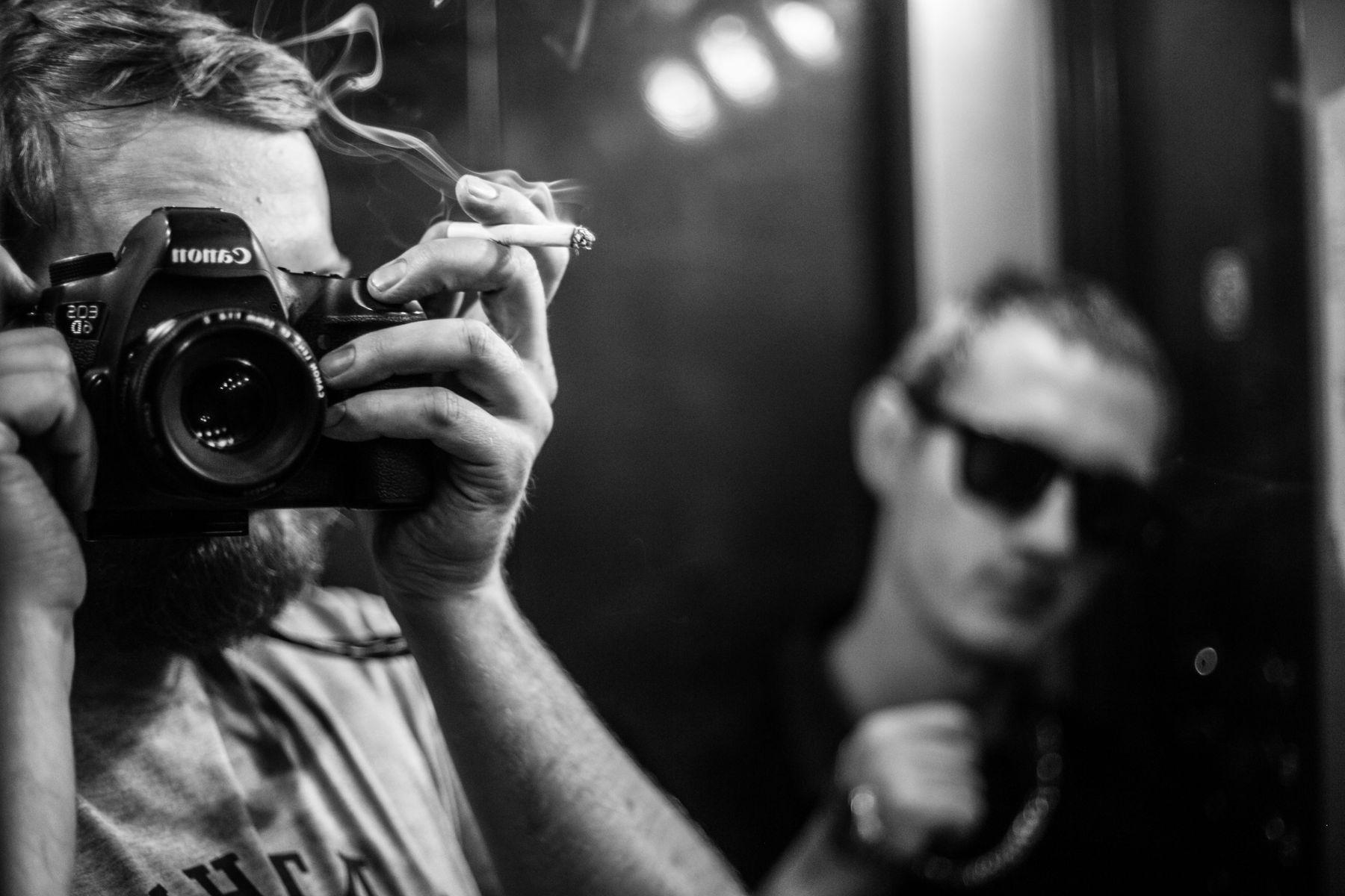 фотограф с сигаретой