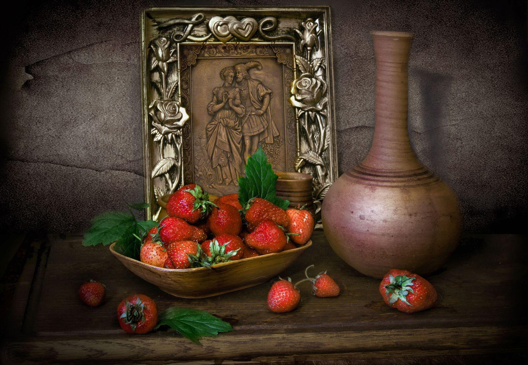 Помню тот поцелуй...вкуса ягоды сосуд натюрморт любовь кувшин клубника картина воспоминания