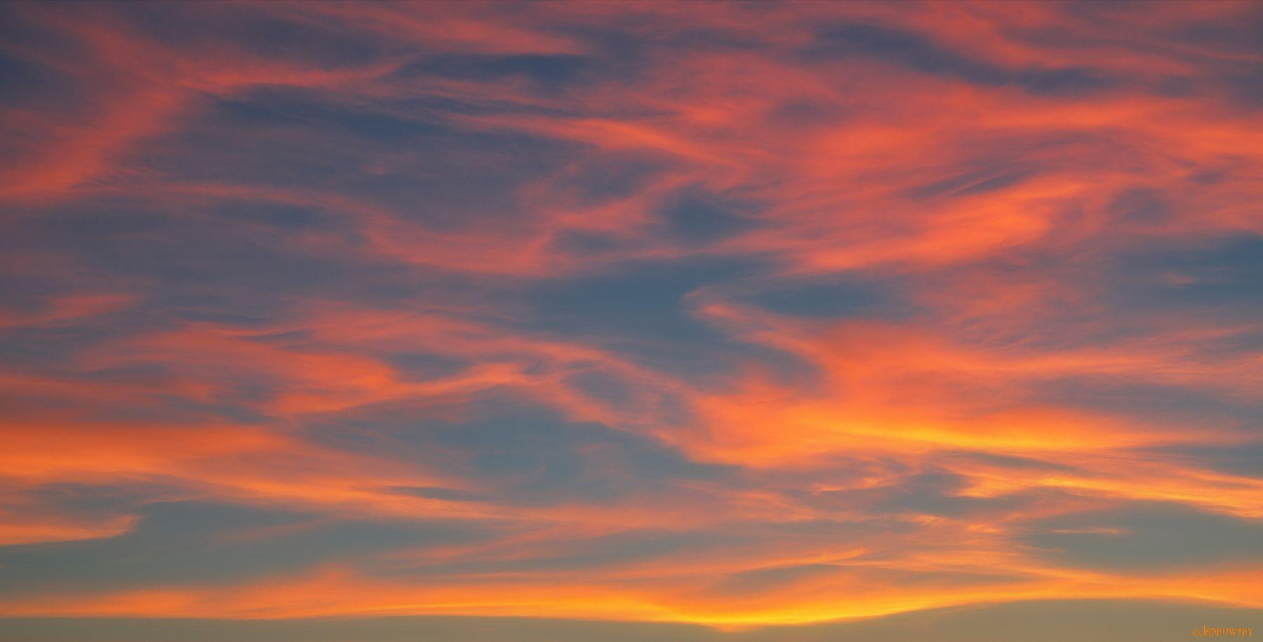 Heavenly space. Ethereal lava-flaming ornament облачность лава орнамент оранжевый узор подсветка снизу закат омск