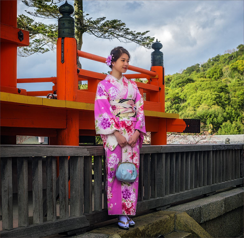 """В храме """"Чистой воды"""" Япония кимоно девушка храм"""