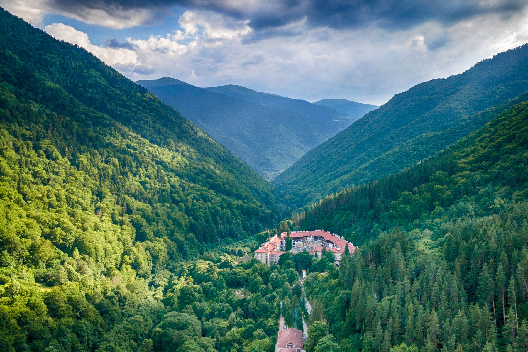 *** Рила Рильский-монастырь