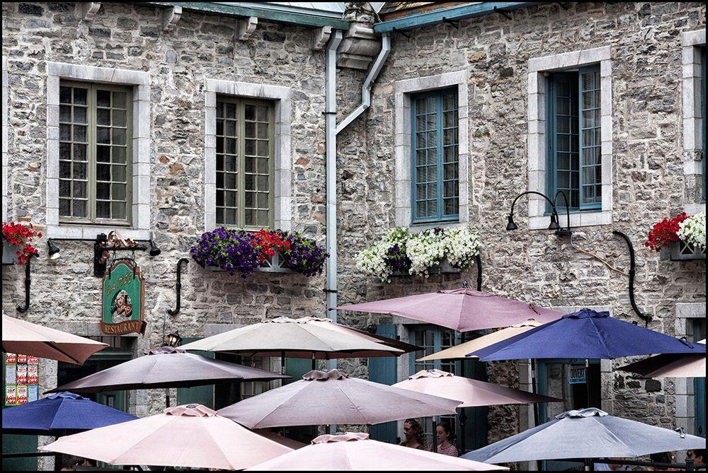 Квебек. Зонтики и окна