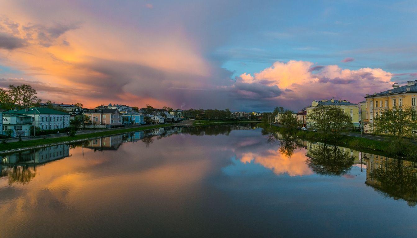 Розовый вечер вологда облака май весна закат