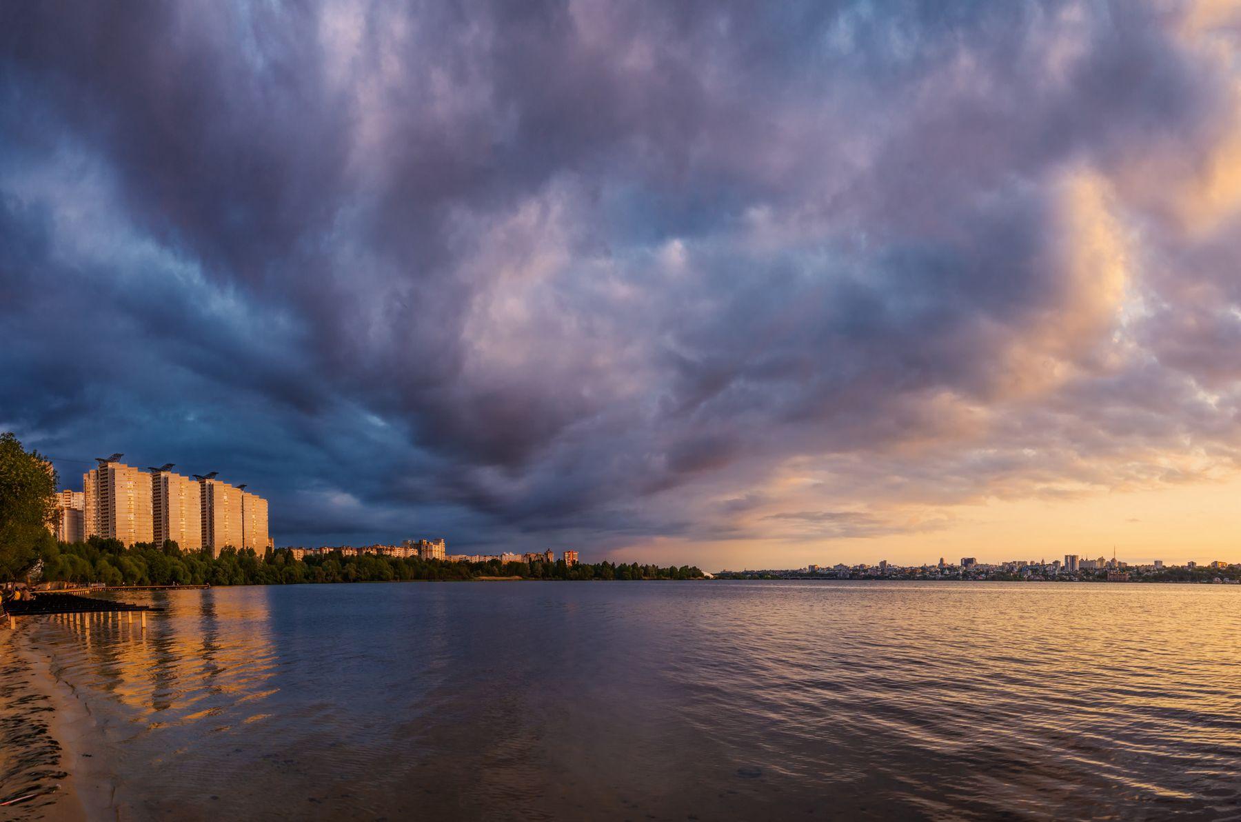 На границе погоды пейзаж природа весна вечер закат Воронеж водохранилище Дельфин облака парк