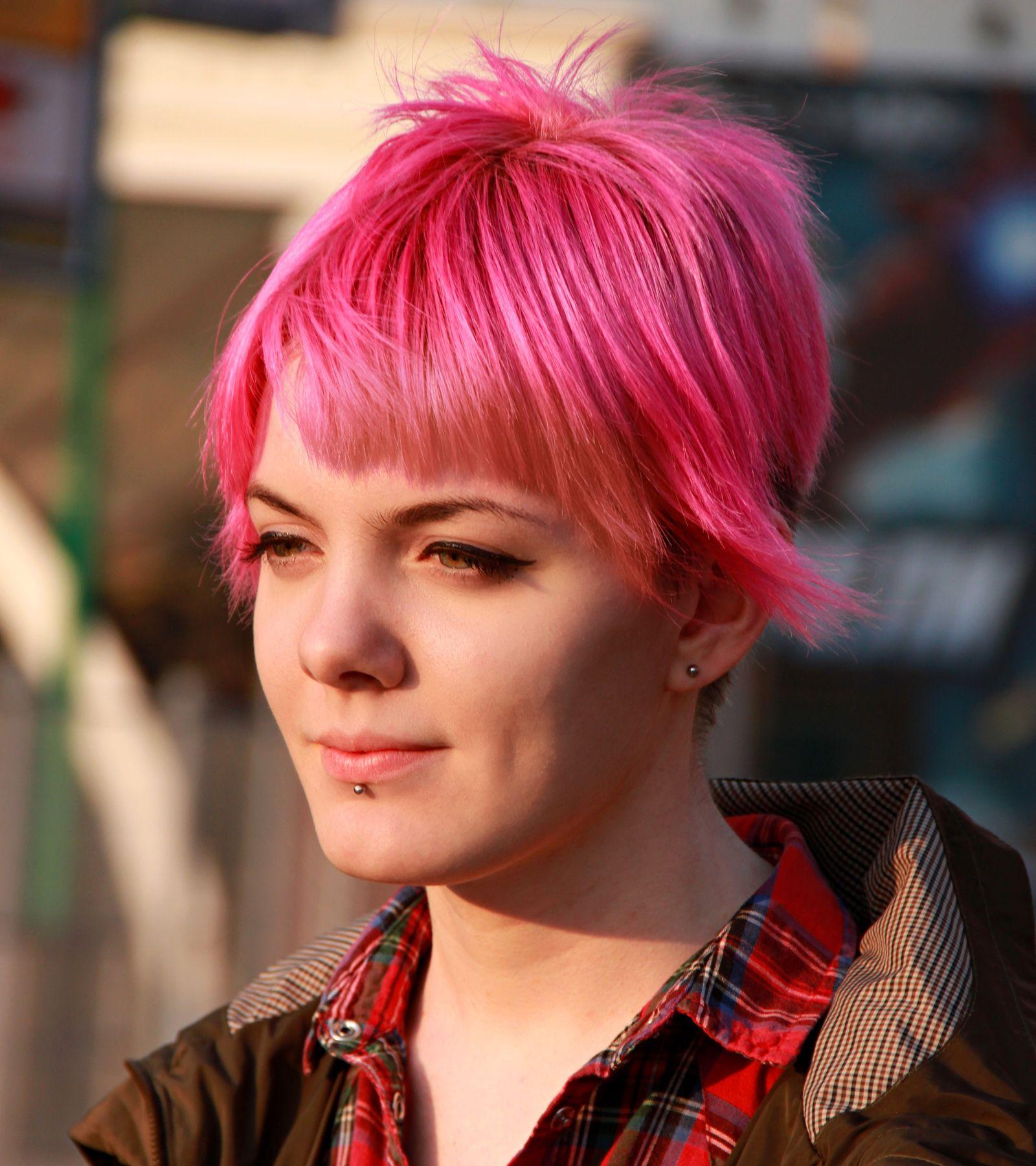 Молодость люди лица город прохожие уличный портрет стрит девушки красавицы