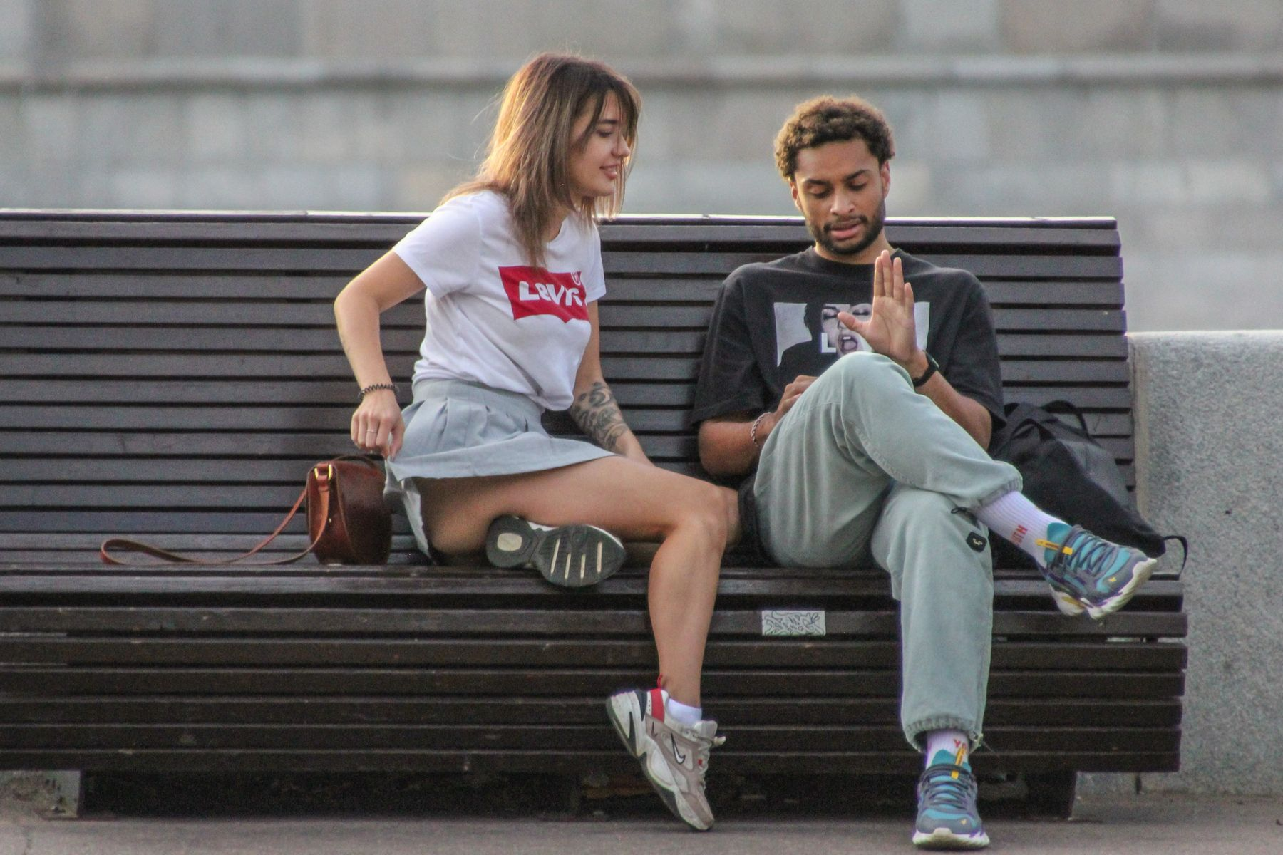 Видишь, нет кольца юноша девушка общение скамейка до пандемии