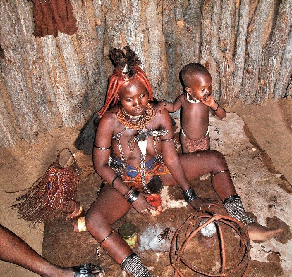 Намибия. В хижине химба. африка химба намибия