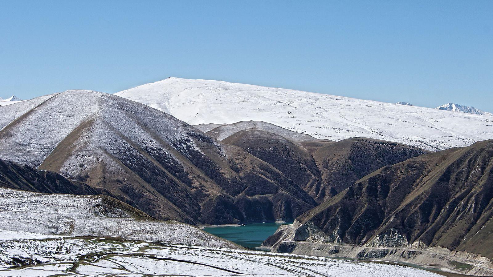 Кезеной-Ам Кезеной-Ам озеро внизу