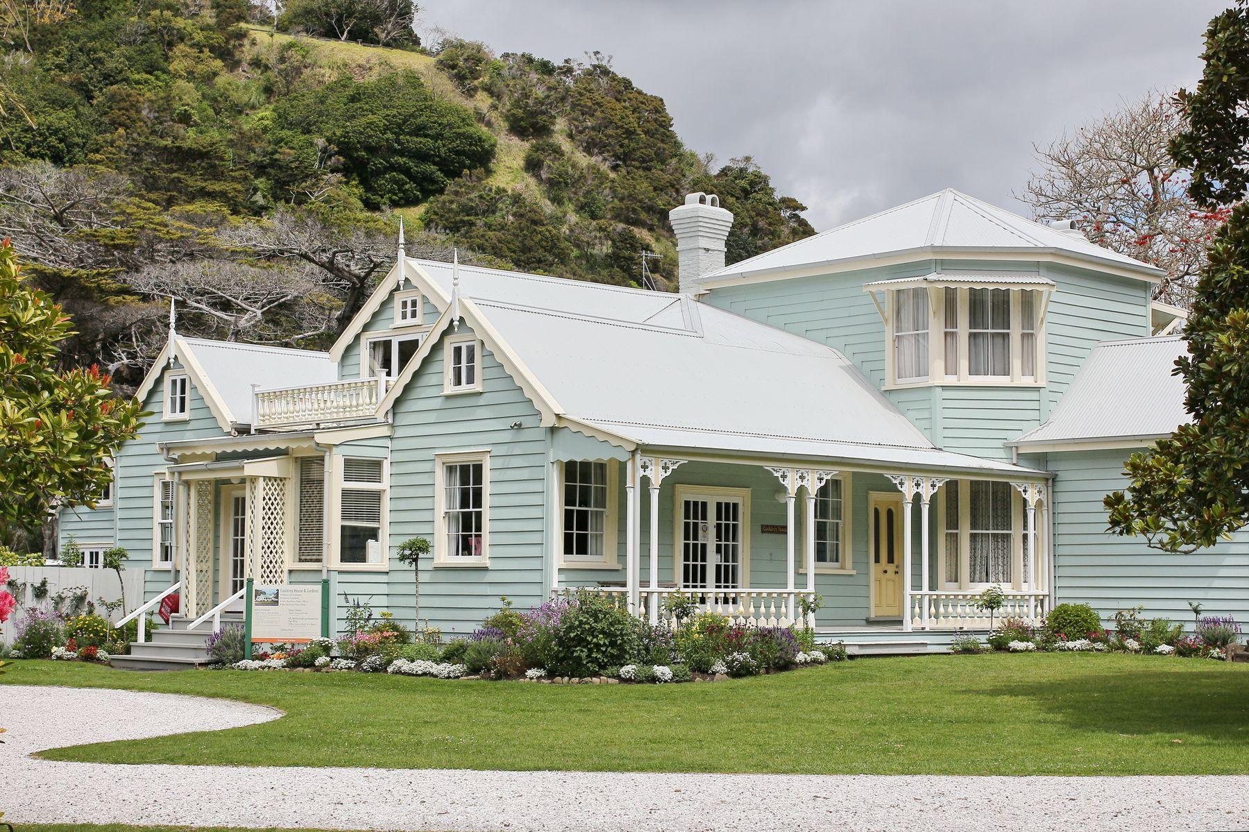 **Дом под горой* дом природа арxитектура