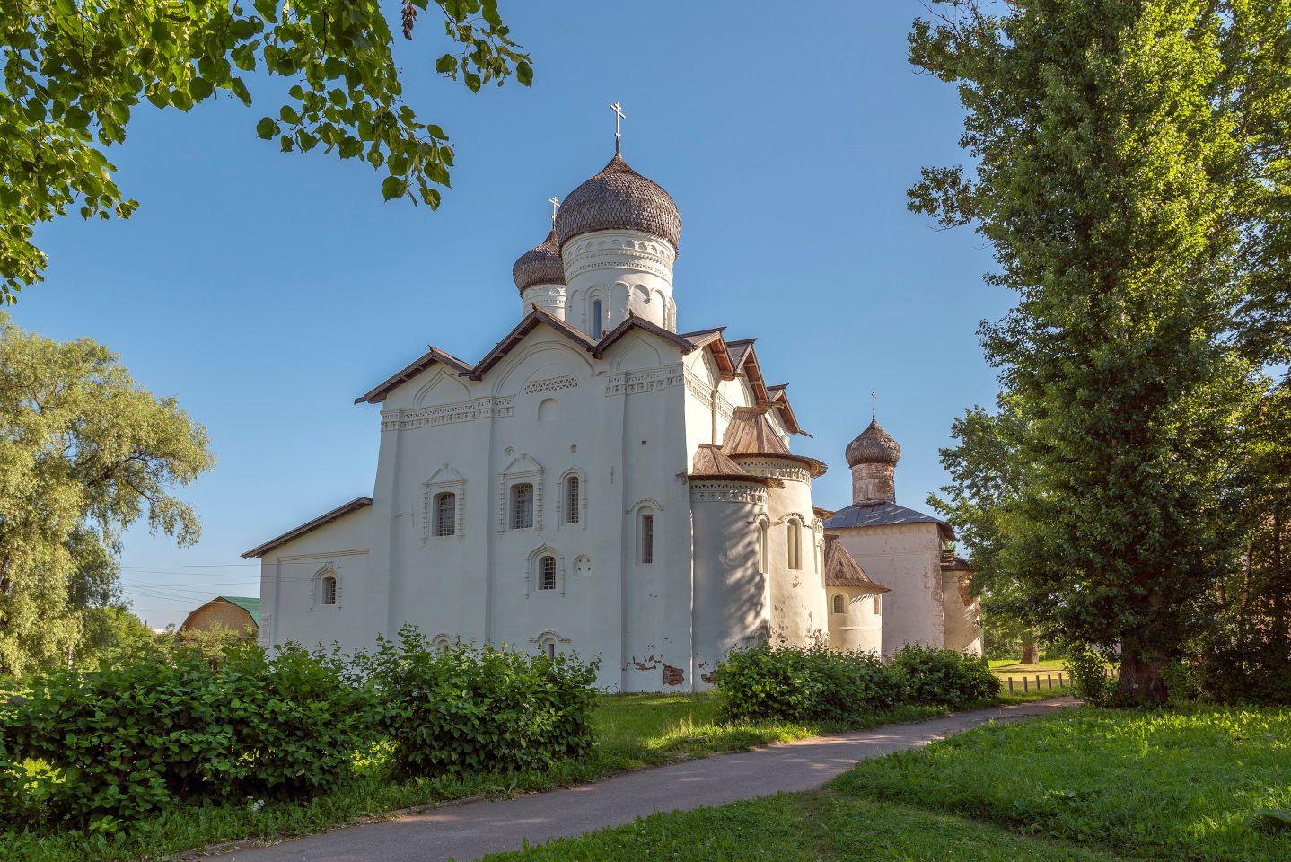 Спасо-Преображенский монастырь основан в 1192 г.