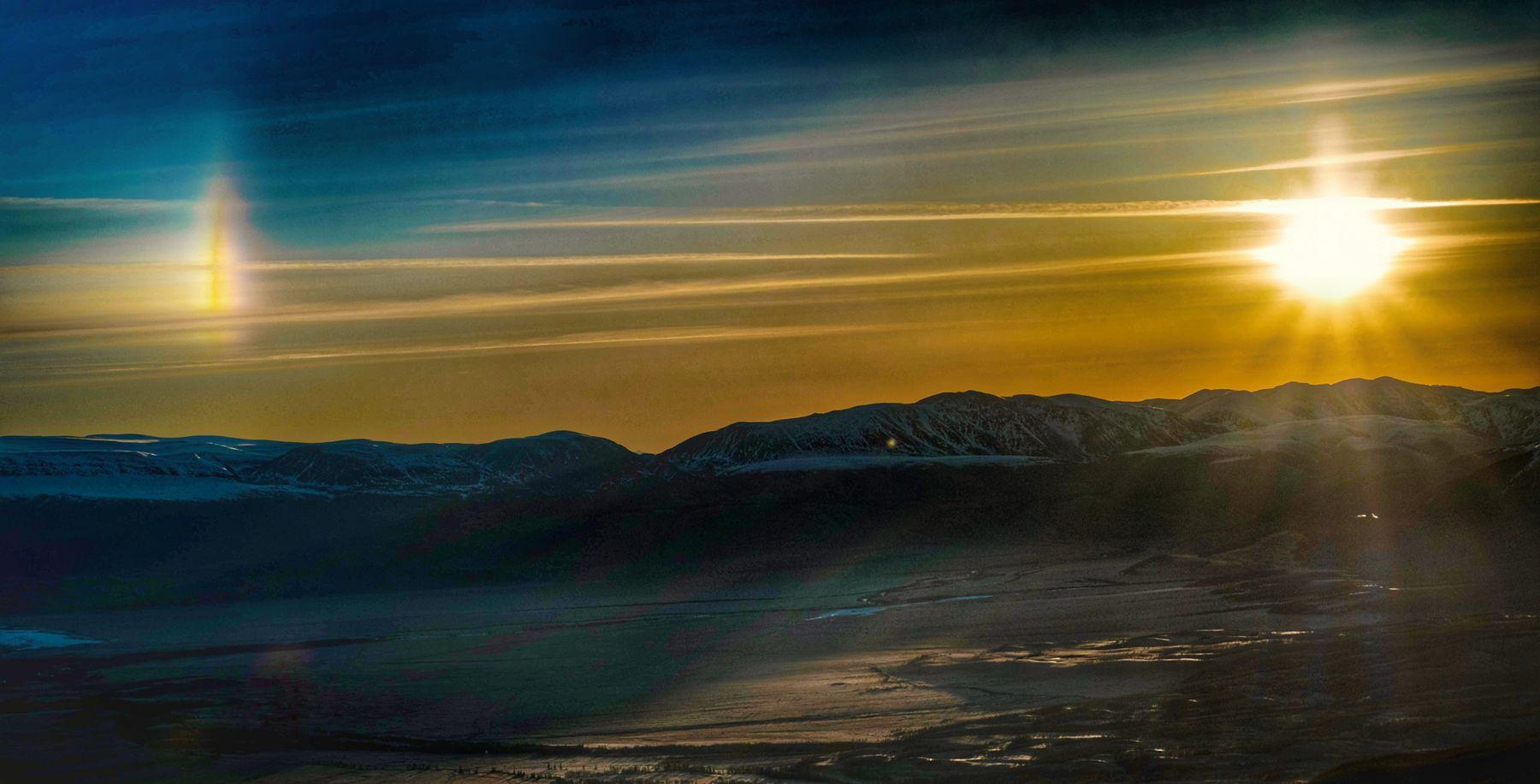 Пейзаж Алтай Рассвет солнце гало степь горы небо