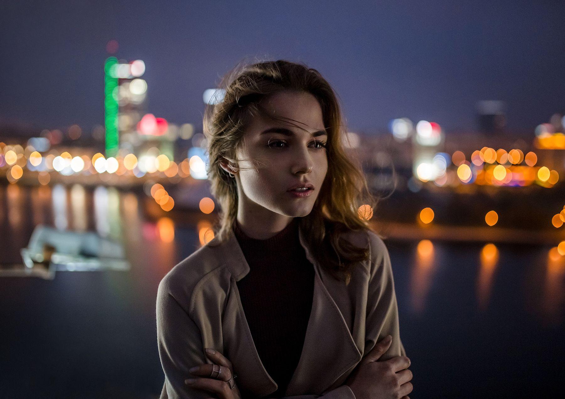 Ананда Девушка портрет улица город ночь