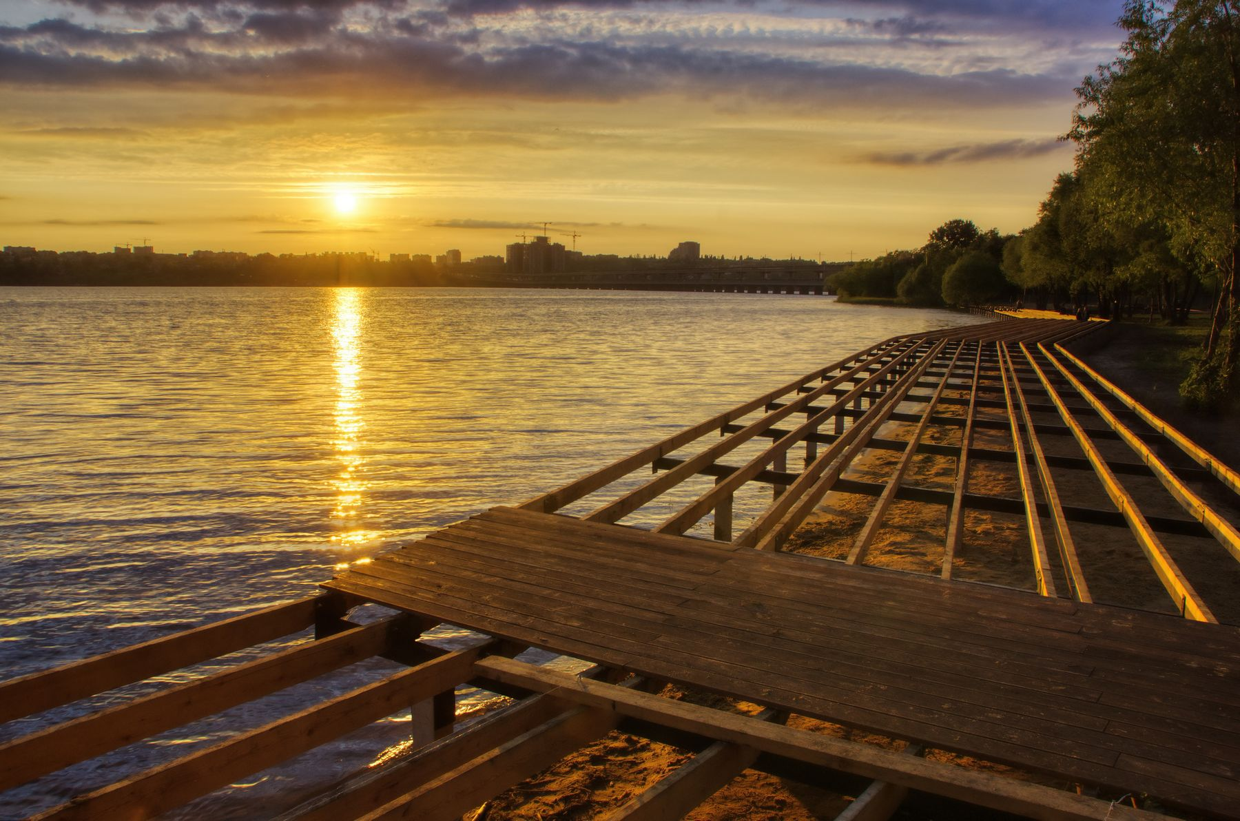 Закат обновления пейзаж природа весна вечер закат Воронеж водохранилище Дельфин облака парк