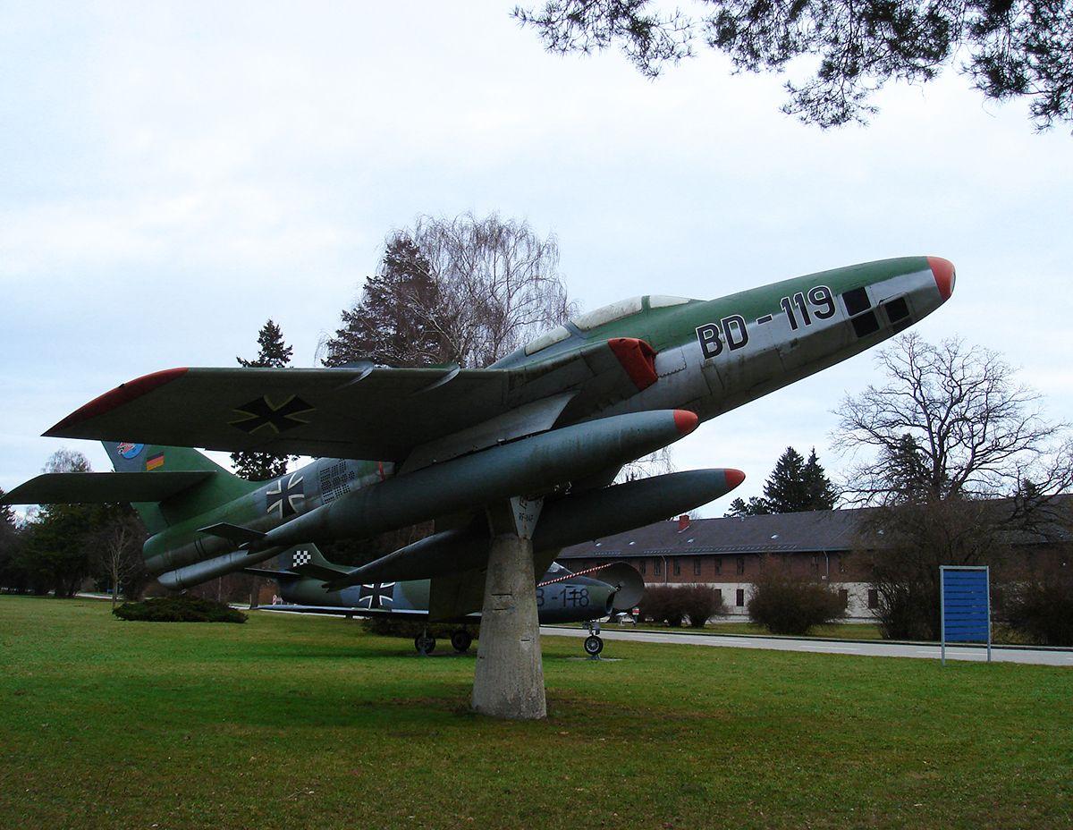 Истребитель-бомбардировщик RF-84F «Thunderflash» (1956-1969) Истребитель-бомбардировщик Thunderflash RF-84F