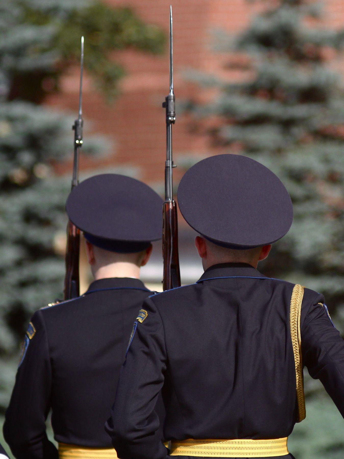 Смена Почётного караула москва кремль почетный караул вечный огонь