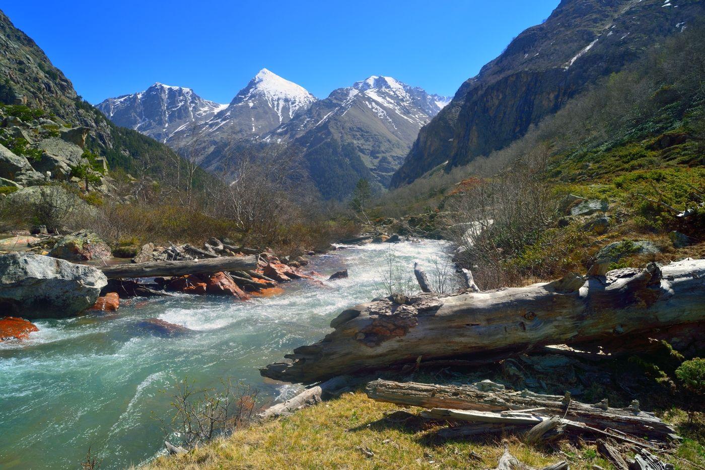 Узункол горы весна Кавказ утро река Узункол