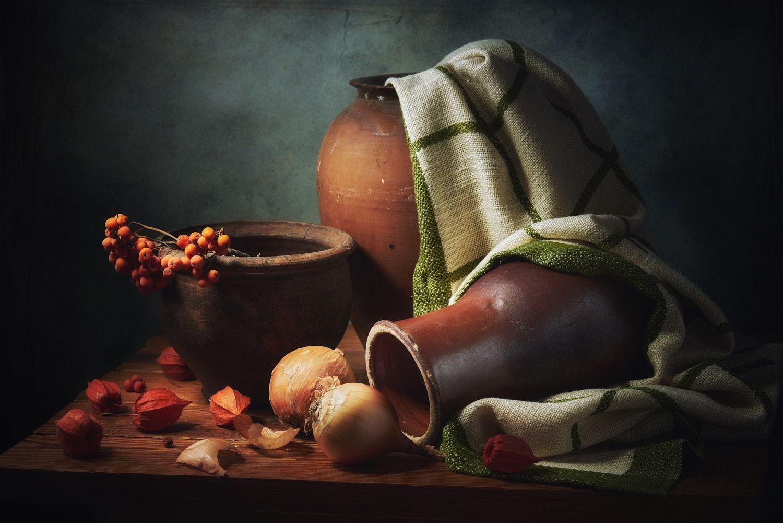 С глиняной посудой натюрморт композиция постановка сцена посуда предметы