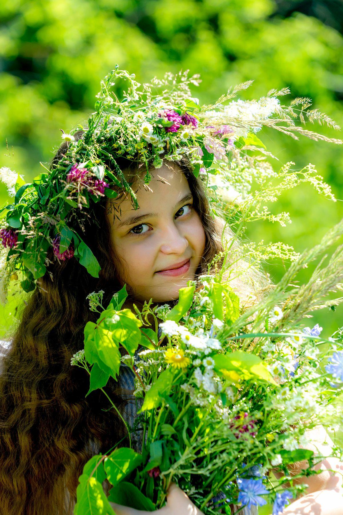 Девочка и цветы девочка цветы улыбка позитив