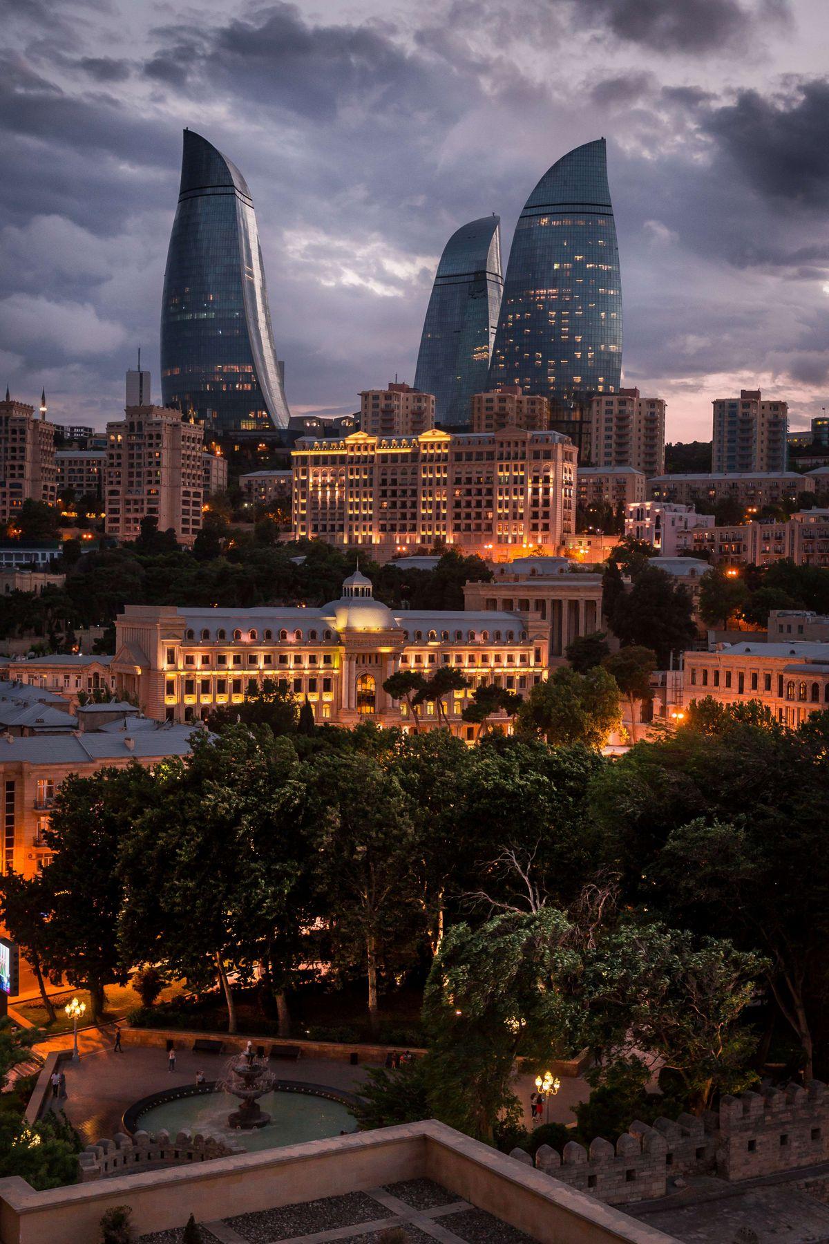 Баку. Вид на Flame Towers баку азербайджан небоскреб город пейзаж городской вечер закат вечерний