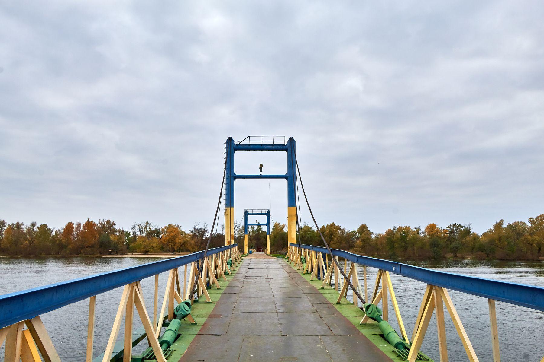 Пешеходный мост в гидропарке в Херсоне днепр река вода мост херсон