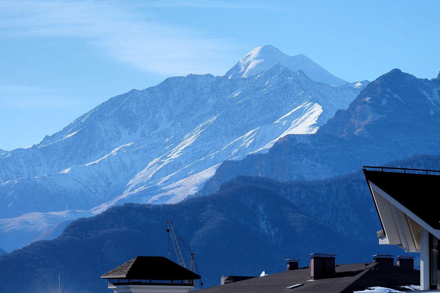 Вид на Казбек из Владикавказа Кавказ Владикавказ горы Казбек