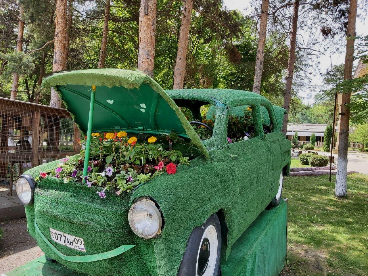 Ретро-автомобиль летний теплый день