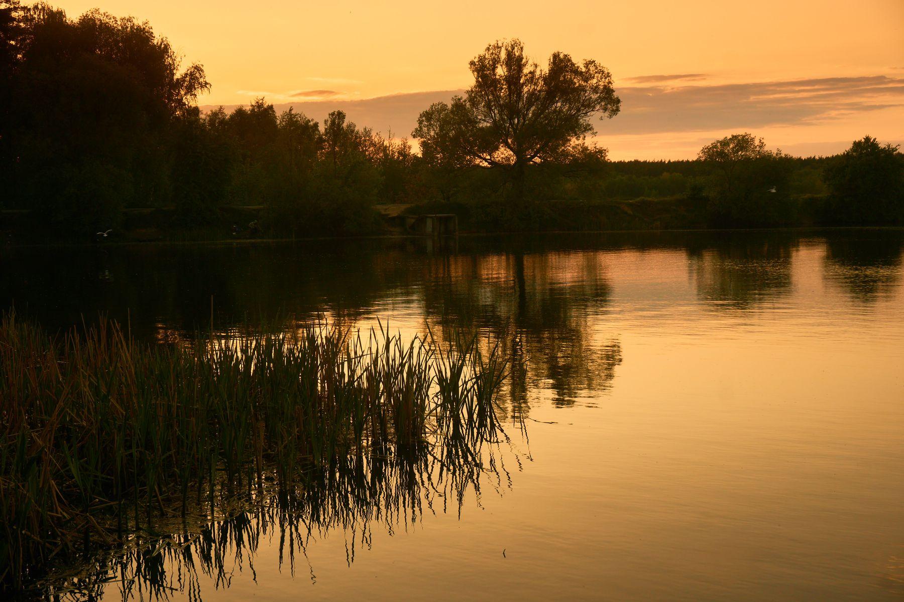 Закат Озеро зеркальная гладь отражение закат