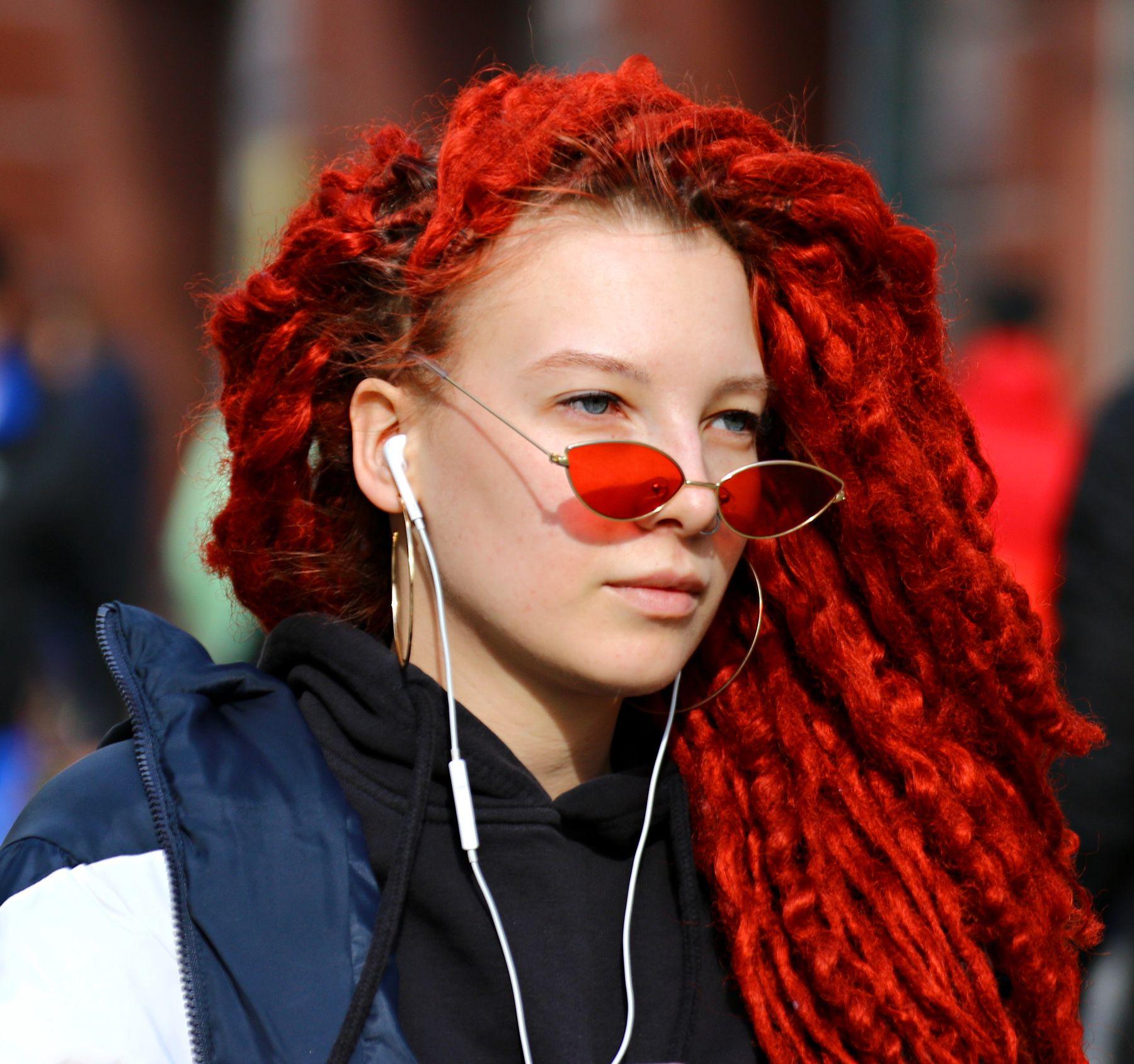 Прохожая люди лица город прохожие уличный портрет стрит девушки