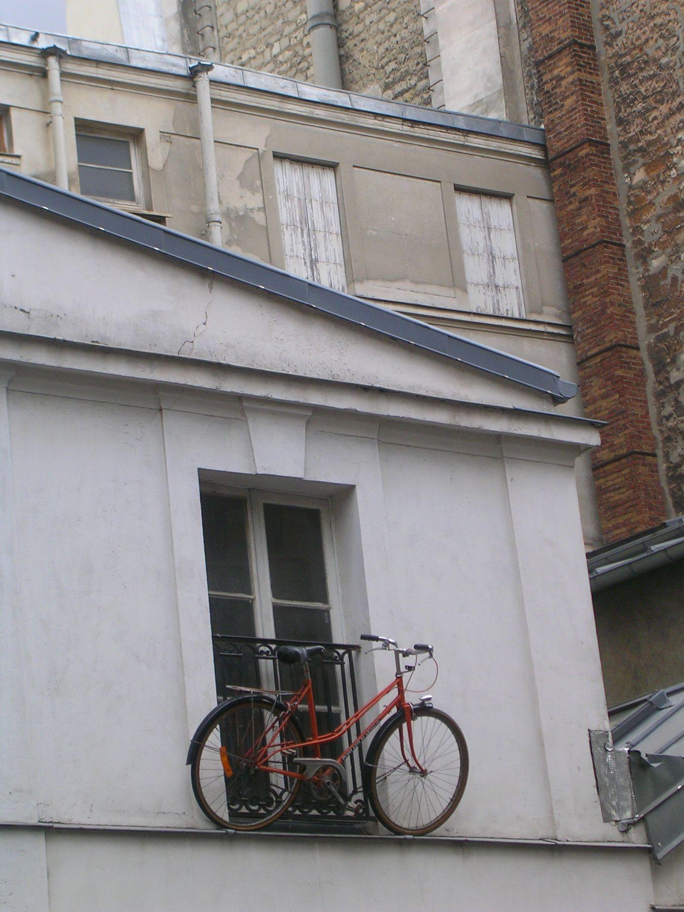 вело и окно вело