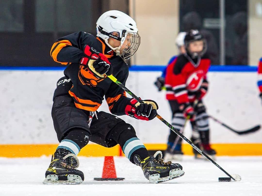 Вираж хоккей спортивный фотограф спортивная фотосъёмка