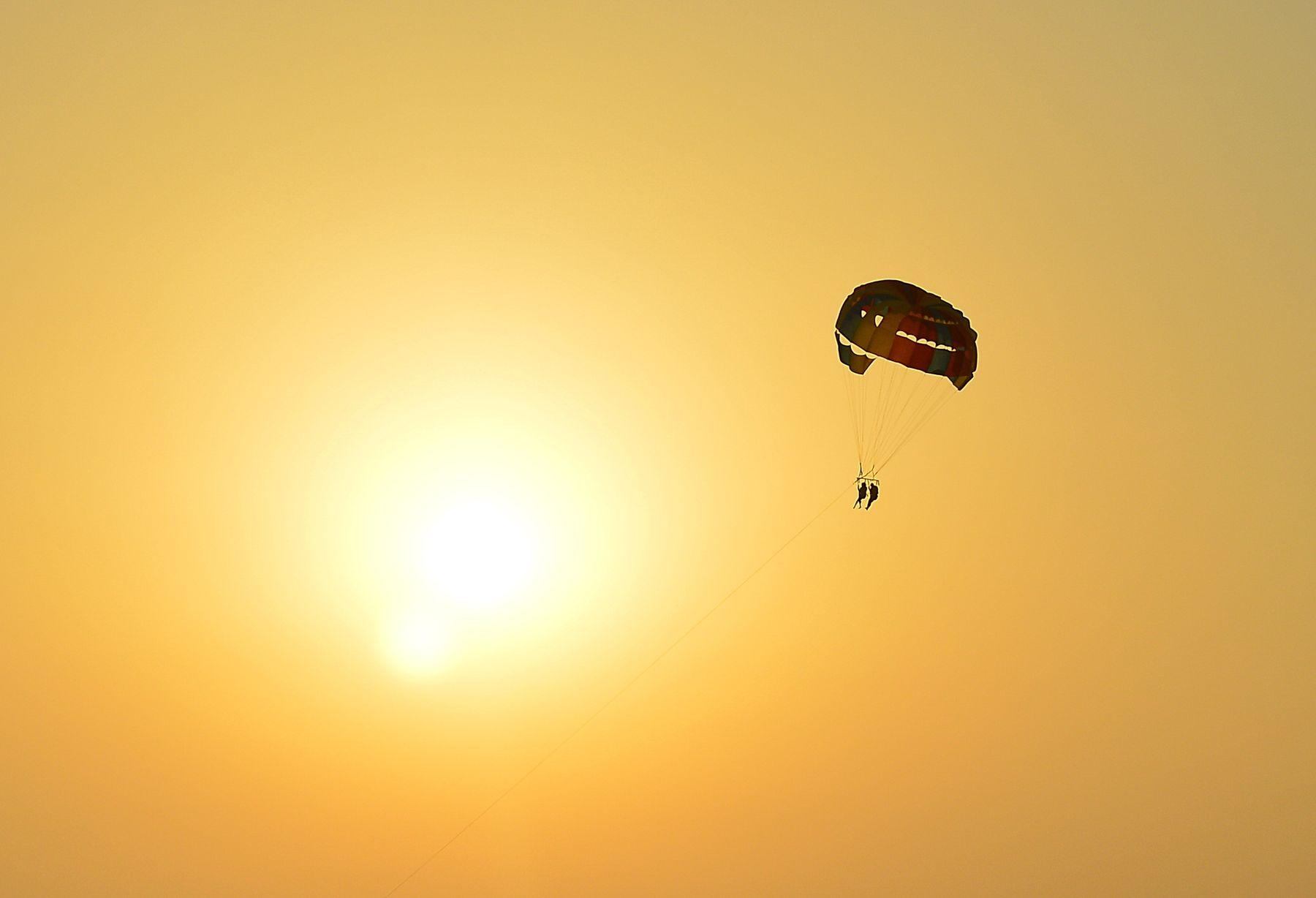 К солнцу Сочи закат солнце парашют