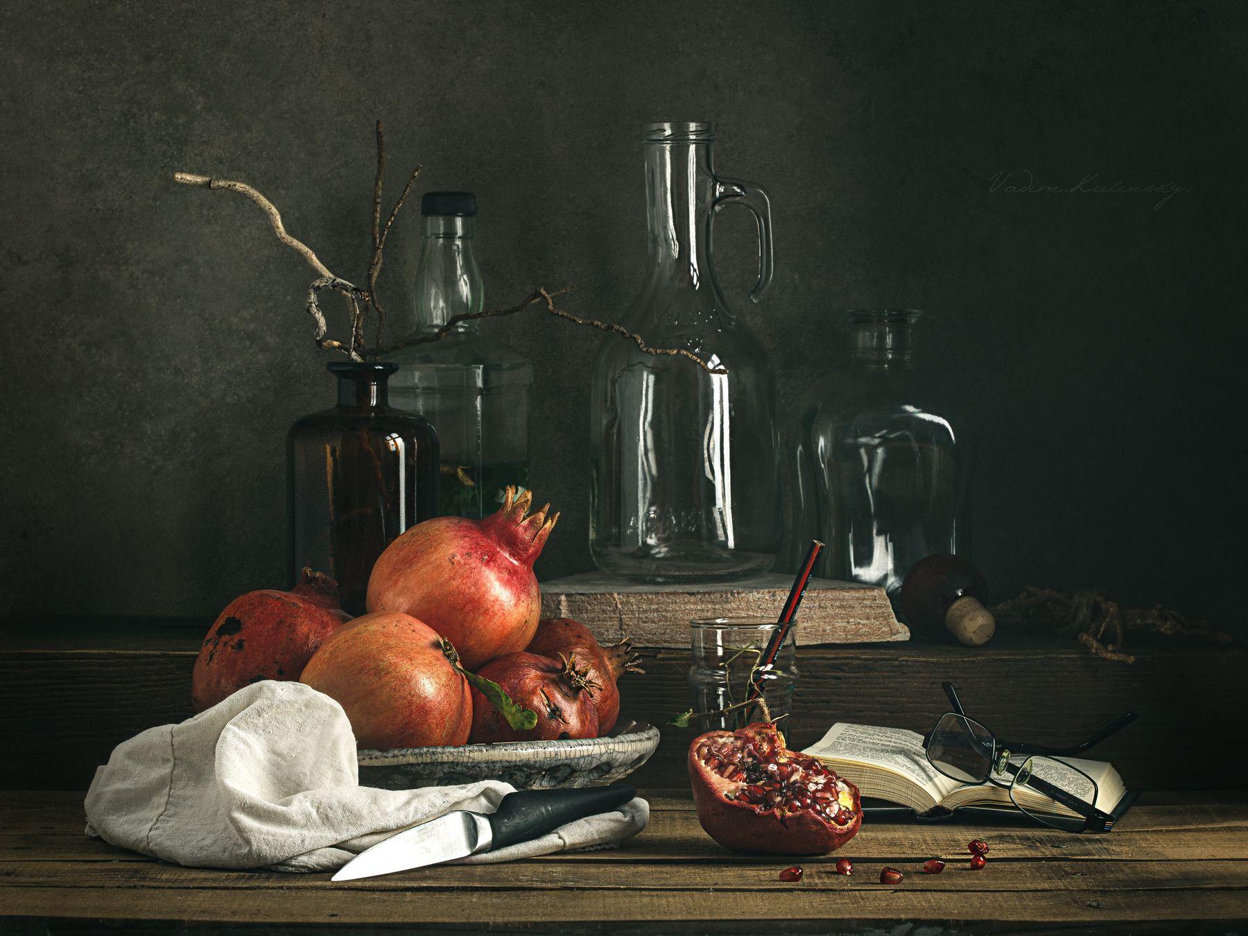 О гранатовом соке. 1 Натюрморт гранат стекло бутылки деревянный стол