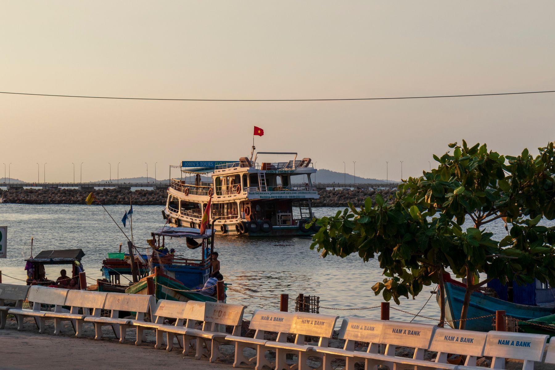 вечером в порту Вьетнам о Фукуок море