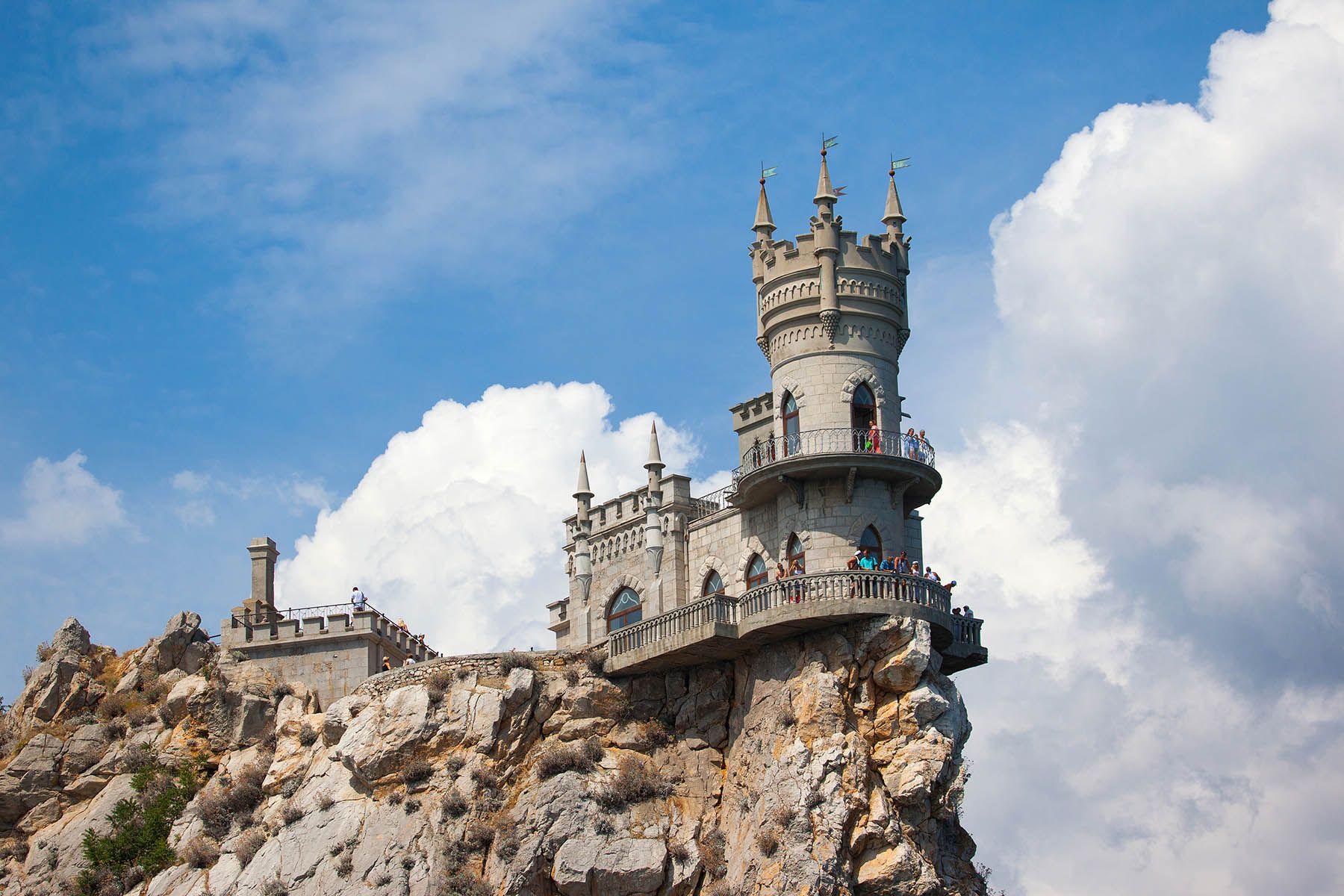 Замок Ласточкино гнездо Ласточкино гнездо Ялта Крым Замок ласточкино Ай-Тодор Черное море пейзажи Крыма волна пляж Небо Пейзаж