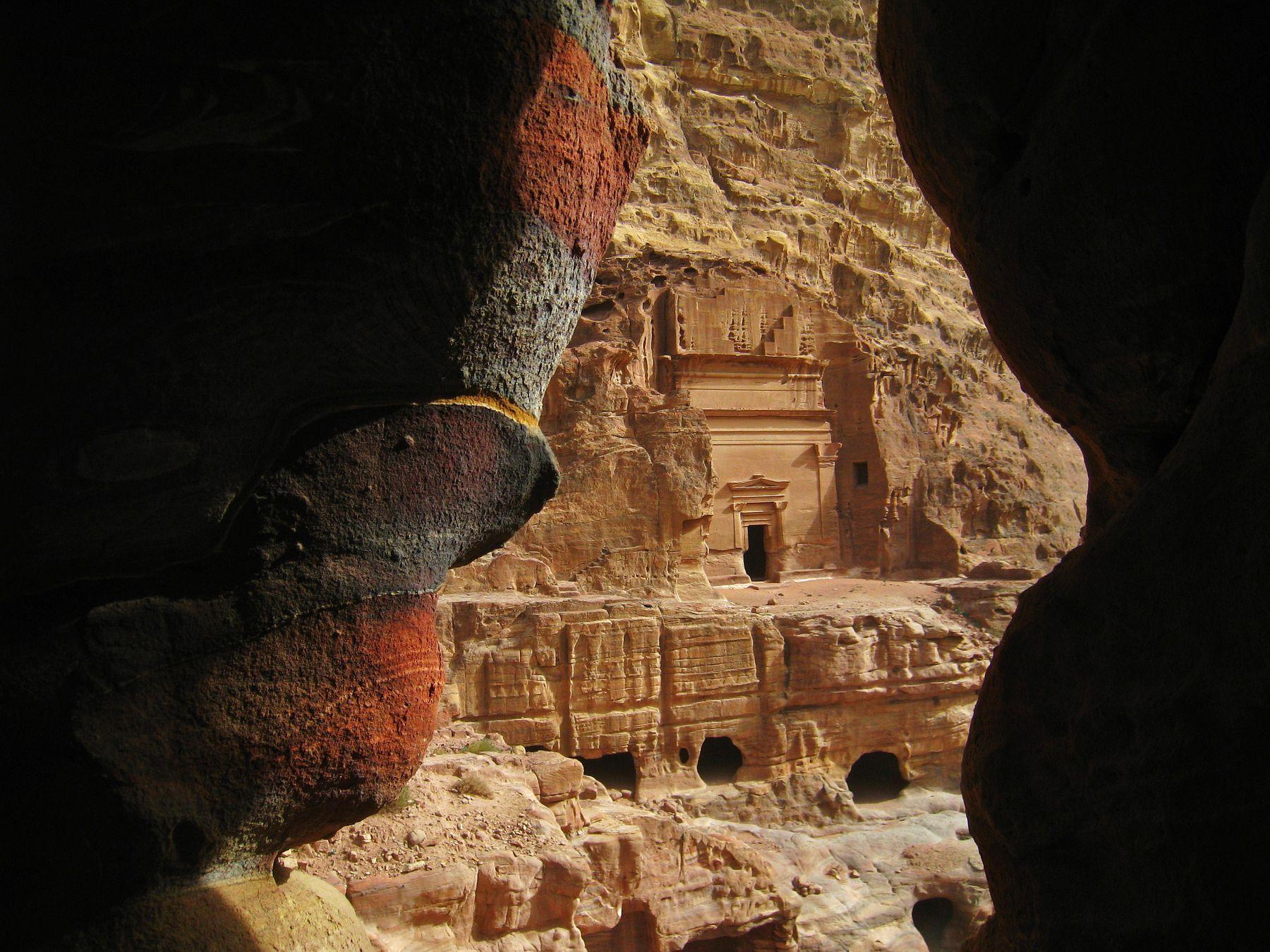 Кусочек старинного города Петра. Иордания вулкан кратер горы скалы