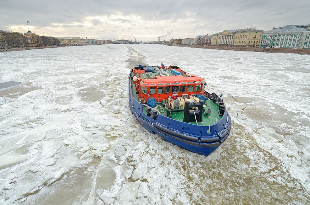 Ледокол ломает лед на Неве. ледокол корабль лед зима мороз холод
